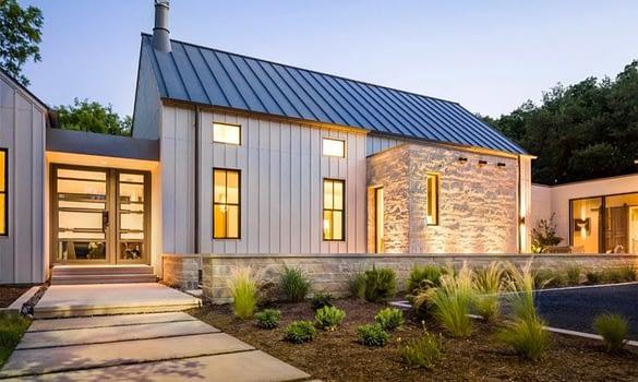 casa con tejado solar
